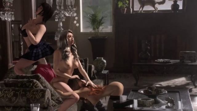 """Fantasías sexuales de un adolescente en el vídeo de Is Tropical, """"Dancing Anymore""""."""