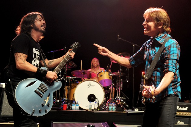 """Fortunate Son"": John Fogherty y Foo Fighters unidos."