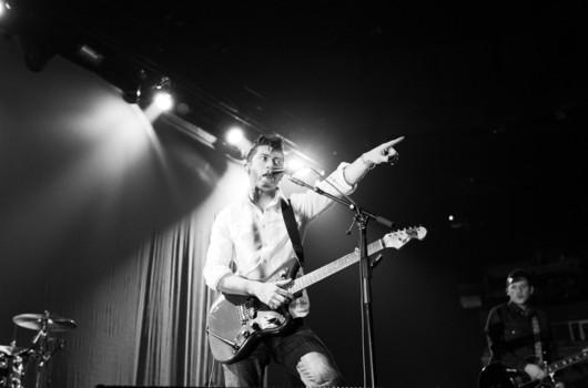 Arctic Monkeys estrenan nueva canción, «Do I Wanna Know?»