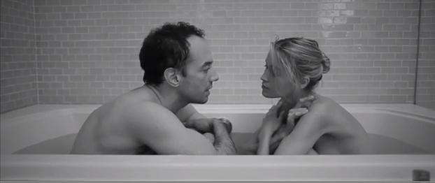 Albert Hammond Jr. en la cama con Nina de Raadt en su nuevo vídeo