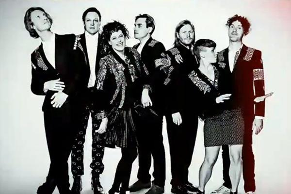 """Arcade Fire explican la exigencia del """"dresscode"""" para sus conciertos"""