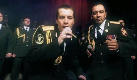 """La policía rusa es otro rollo y versiona """"Get Lucky"""""""
