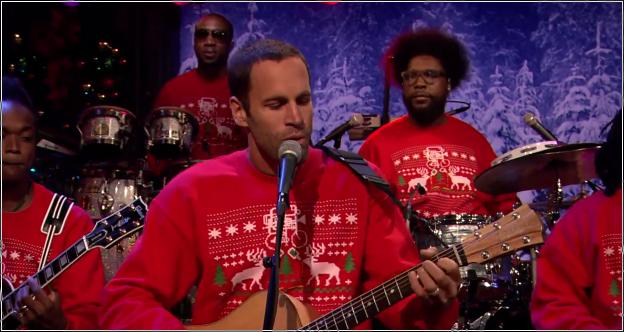 Jack Johnson canta a la Navidad en Fallon