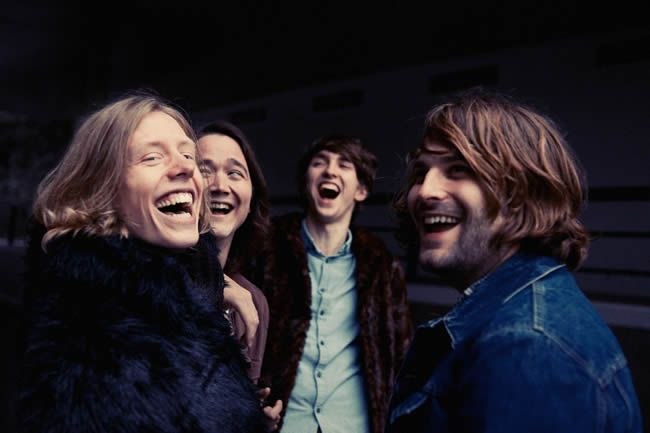 "Mozes and The Firstborn te convencerán con su nuevo vídeo, ""Skinny Girl"""