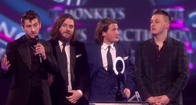 Alex Turner recoge el BRIT Award con el mejor discurso de la historia