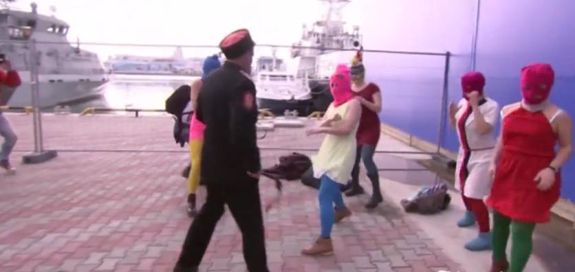 Vídeo: La policía rusa, a latigazos con Pussy Riot