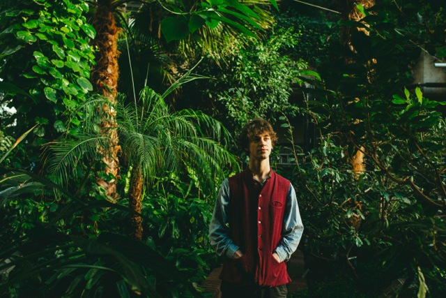 "Cosmo Sheldrake presenta su single debut, ""The Moss"""