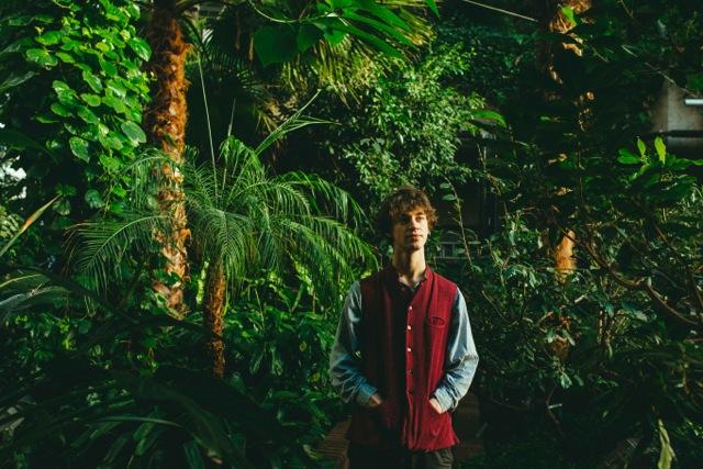 "Cosmo Sheldrake presenta su single debut, ""The Moss"""