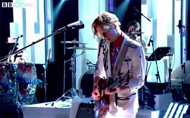 Arcade Fire calientan motores en Jools Holland
