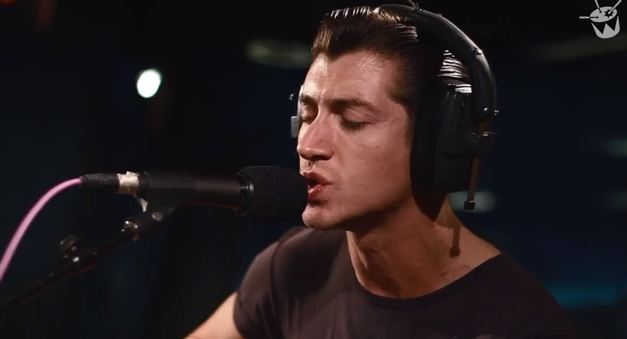 "Arctic Monkeys versionan ""Feels Like We Only Go Backwards"" de Tame Impala"
