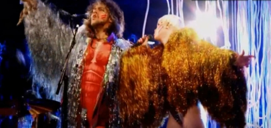 Miley Cyrus y Flaming Lips versionan a The Beatles y…suena genial