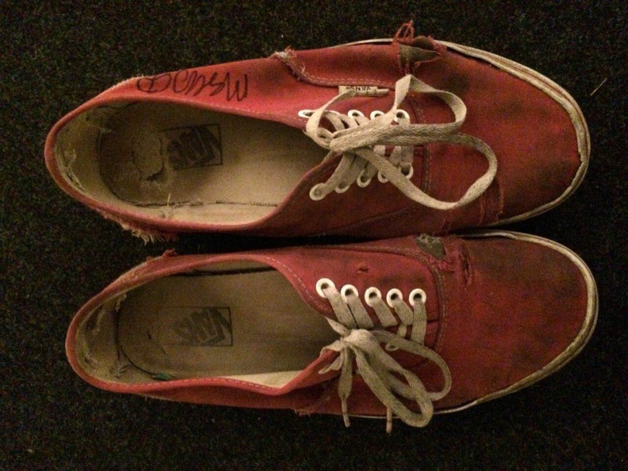 La puja por las zapatillas de Mac DeMarco ya supera los 11.000$