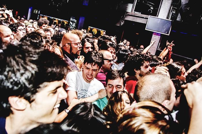 El concierto de Fuzz fue el paraíso del crowd surfing