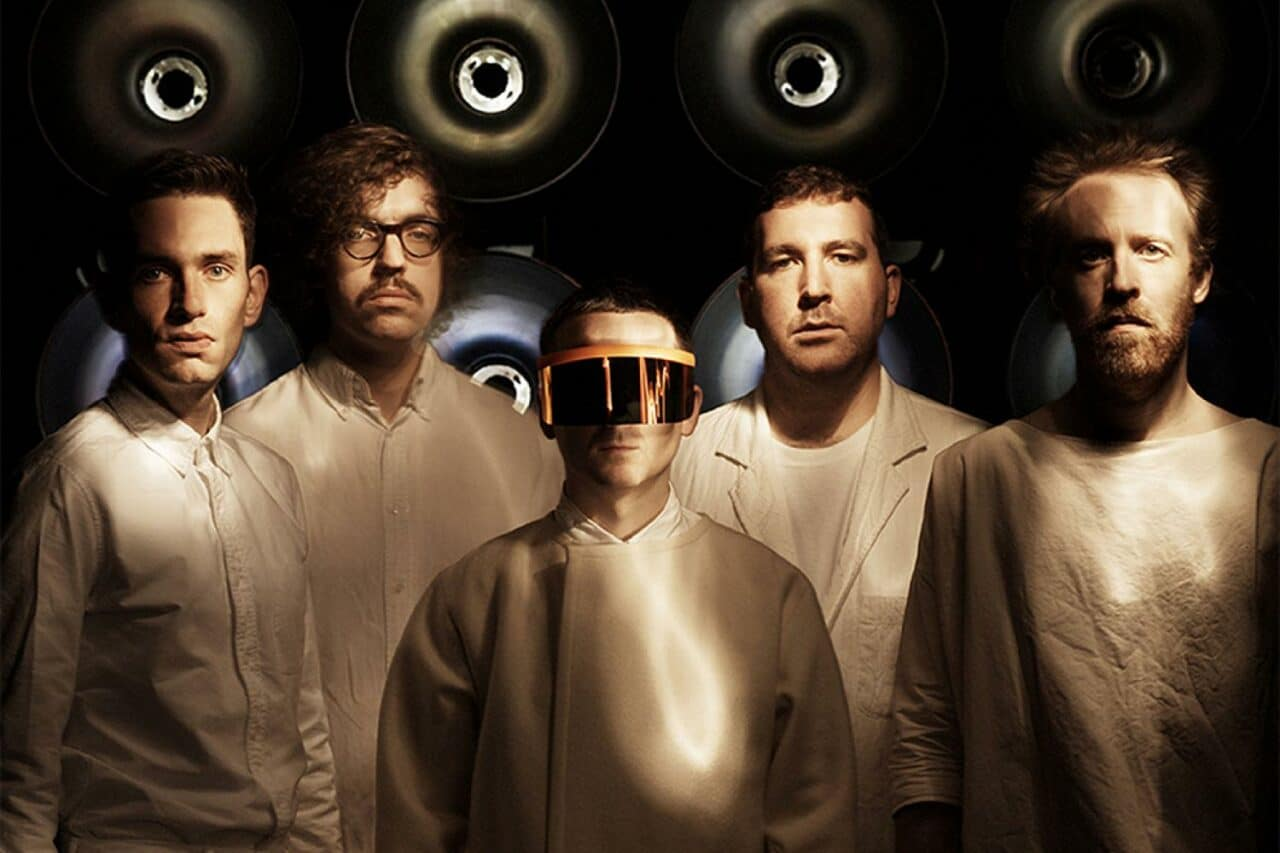 "Hot Chip ya tienen versión de estudio de ""Dancing In The Dark"" y ""All My Friends"""