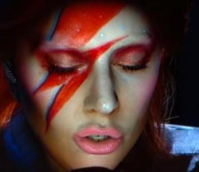 ¿Fue adecuado el homenaje de Lady Gaga a David Bowie en los GRAMMY?