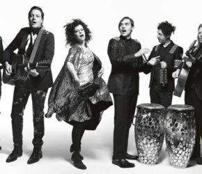 "Arcade Fire regresan (¿y convencen?) con ""I Give You Power"""