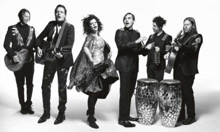 """Arcade Fire regresan (¿y convencen?) con """"I Give You Power"""""""