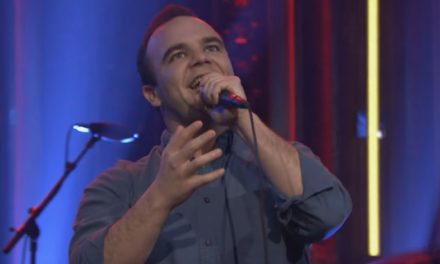 "Future Islands vuelven a un Late Night Show para presentar ""Ran"" en directo"