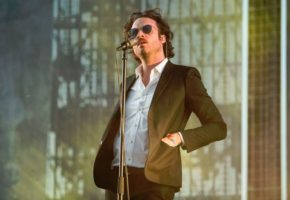 "Father John Misty versiona ""Who Loves The Sun"" de The Velvet Underground"