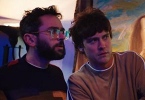 "MGMT se coronan con su nuevo single, ""Me and Michael"""