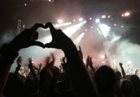 Ron cola y mensajes mentales psicoarcoíris - Crónica: Crystal Fighters en Madrid - 2019