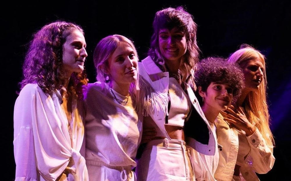 ¿Qué artistas forman la Tiny Band de Natalia Lacunza?