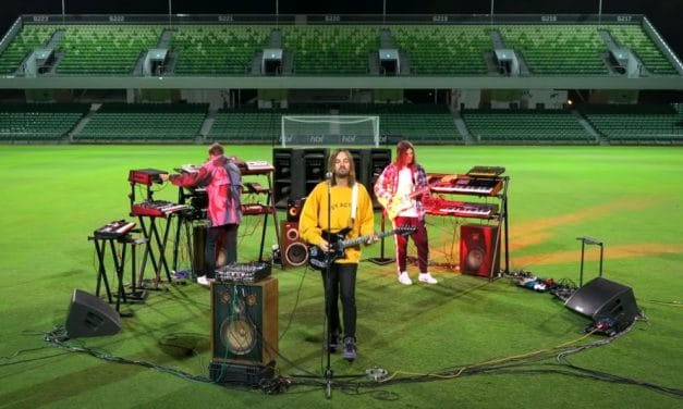 VÍDEO | Tame Impala presentan FIFA 21 con un colosal directo