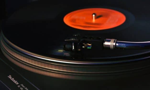 Las ventas de vinilos superan a las de CD's por primera vez en 34 años